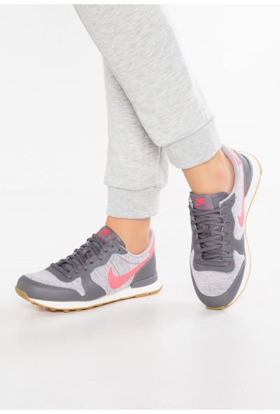 Nike INTERNATIONALIST - Baskets basses gunsmoke/sea coral/atmosphere grey/sail/light brown