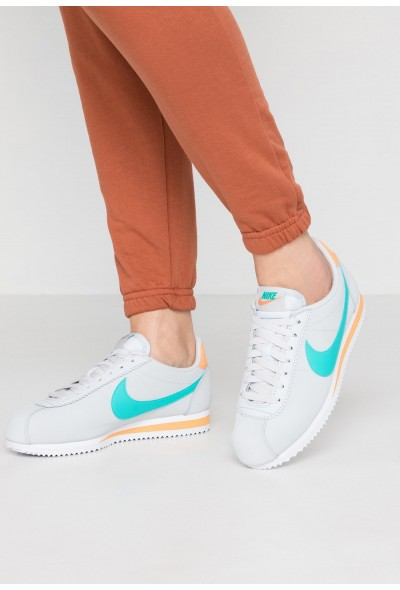 Black Friday 2019 - Nike CLASSIC CORTEZ - Baskets basses pure platinum/hyper jade/fuel orange