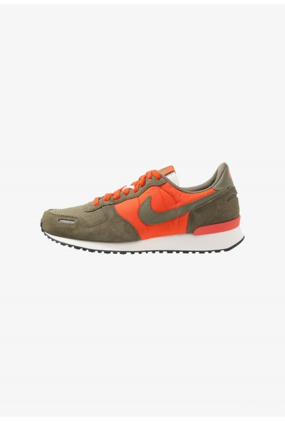 Nike AIR VORTEX - Baskets basses team orange/medium olive/sail/black