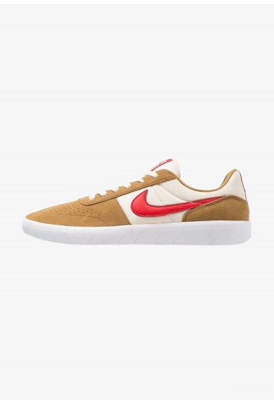 Nike TEAM CLASSIC - Baskets basses golden beige/university red/white/light cream