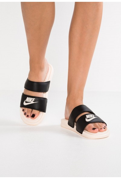 Nike BENASSI DUO ULTRA SLIDE - Mules black/guava ice