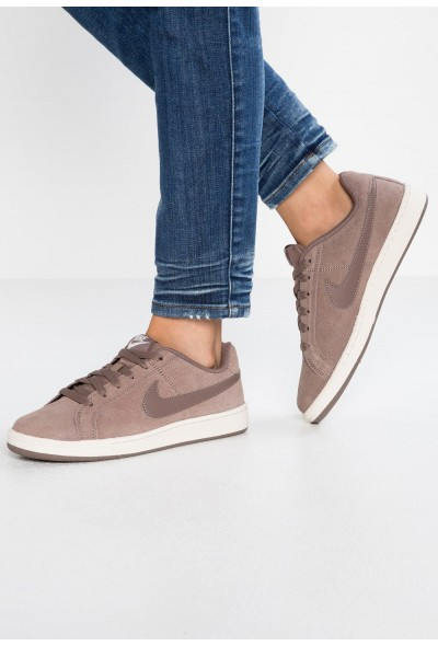 Nike COURT ROYALE SUEDE - Baskets basses brown/phantom