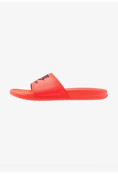 Nike BENASSI JDI SE - Mules bright crimson/black