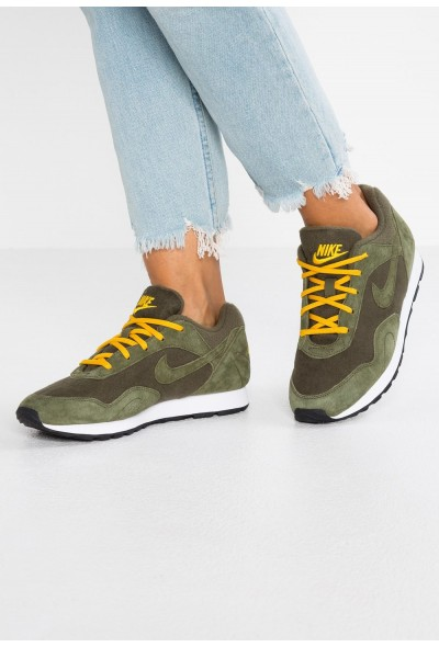 Nike OUTBURST - Baskets basses olive/yellow ochre/white/black