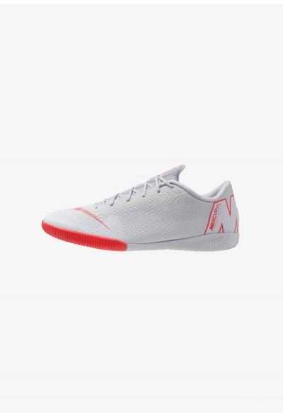 Nike MERCURIAL VAPORX 12 ACADEMY IC - Chaussures de foot en salle wolf grey/light crimson/pure platinum/metallic silver/chile red