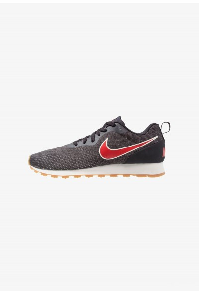 Nike MD RUNNER 2 ENG MESH - Baskets basses oil grey/universal red/gunsmoke/light brown/sail