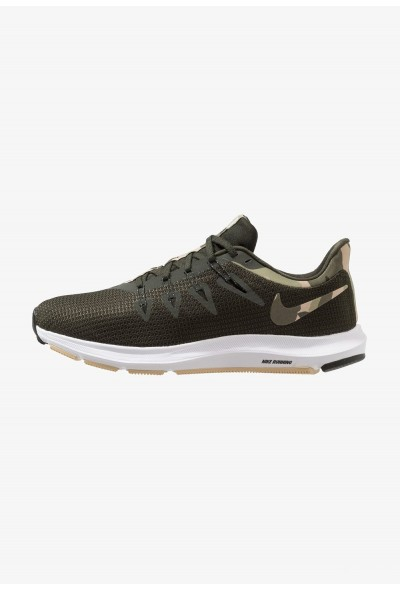 Nike QUEST - Chaussures de running neutres olive