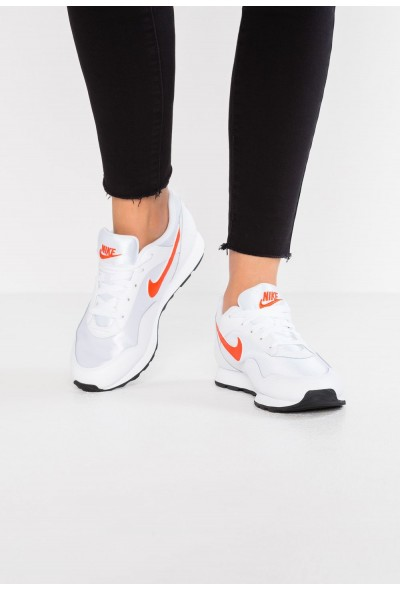 Nike OUTBURST - Baskets basses white/team orange/black
