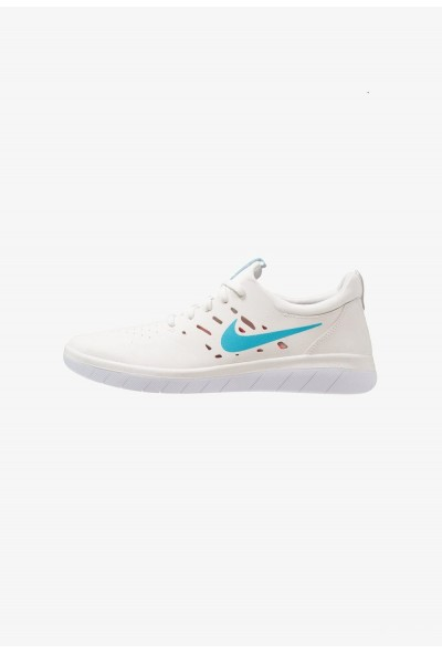 Nike NYJAH FREE - Baskets basses summit white/solar red/white/light blue fury