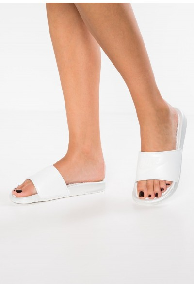Nike BENASSI  - Sandales de bain metallic summit white/summit white