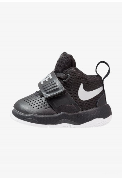 Nike TEAM HUSTLE D 8 - Chaussures de basket - black/metallic silver black/metallic silver-white