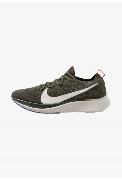 Nike ZOOM FLY FK - Chaussures de running neutres sequoia/summit white/olive flak/light bone/hyper crimson