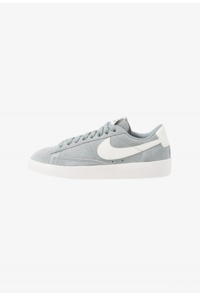 Nike BLAZER - Baskets basses mica green/sail