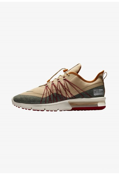 Nike AIR MAX SEQUENT 4 UTILITY - Chaussures de running neutres desert ore/desert ochre/red crush/metallic silver