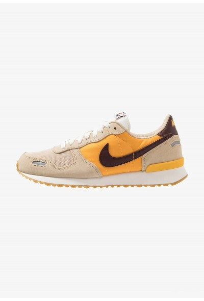 Nike AIR VORTEX - Baskets basses desert ore/el dorado/university gold/sail/light brown/team orange