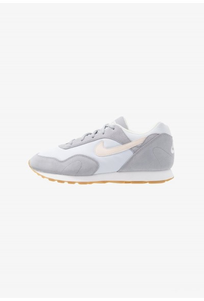 Nike OUTBURST - Baskets basses wolf grey/guava ice/football grey/summit white/light brown