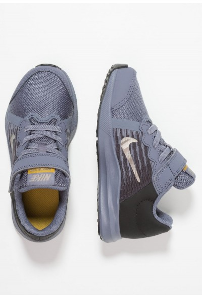 Nike DOWNSHIFTER 8 - Chaussures de running neutres light carbon/metallic pewter/peat moss