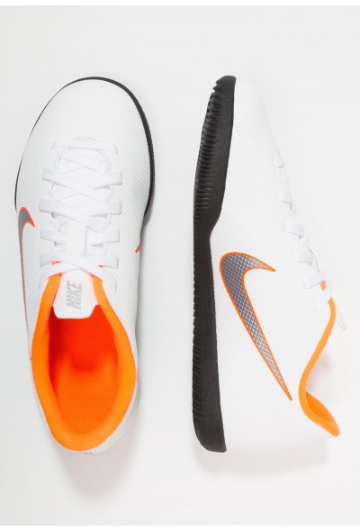 Nike MERCURIAL VAPORX 12 CLUB IC - Chaussures de foot en salle white/chrome/total orange