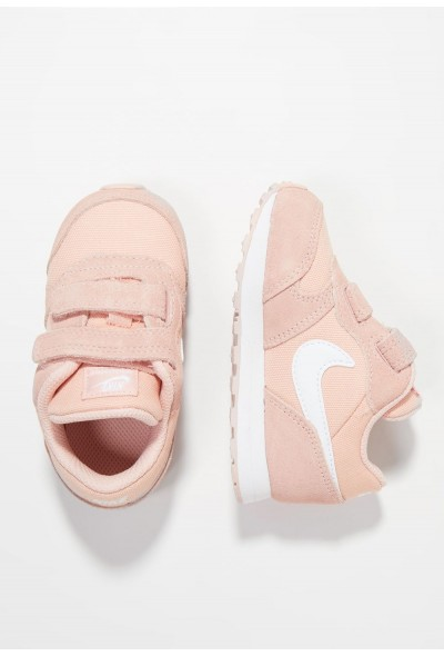 Nike NIKE MD RUNNER 2 - Chaussures premiers pas coral stardust/white